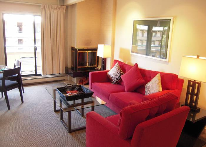 Aspen Square Hotel One Bedroom/Two Bath Standard: Living Room