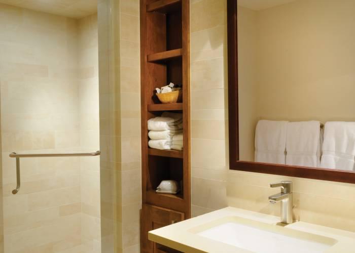 Aspen Square Hotel Three Bedroom/Three Bath Top Floor: Bathroom