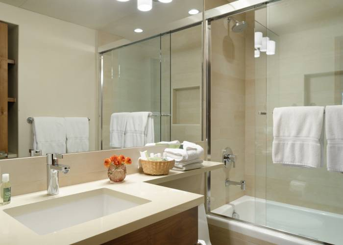 Aspen Square Hotel Two Bedroom/Two Bath: Bathroom