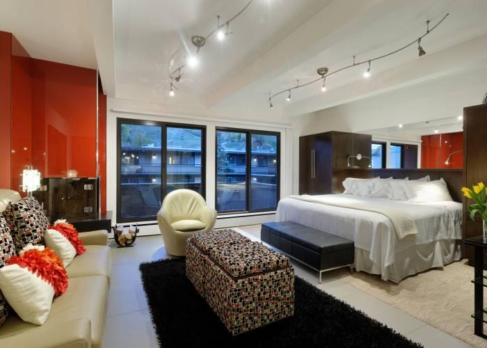 Aspen Square Hotel Fireplace Studio Apartment: Main Area