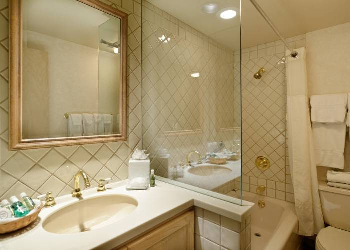 Aspen Square Hotel Two Bedroom/Three Bath/Den: Bathroom