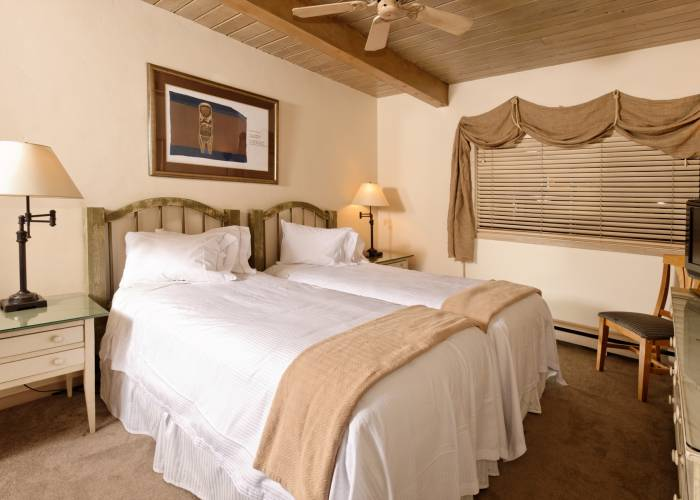 Aspen Square Hotel Two Bedroom/Three Bath/Den: Twin Beds