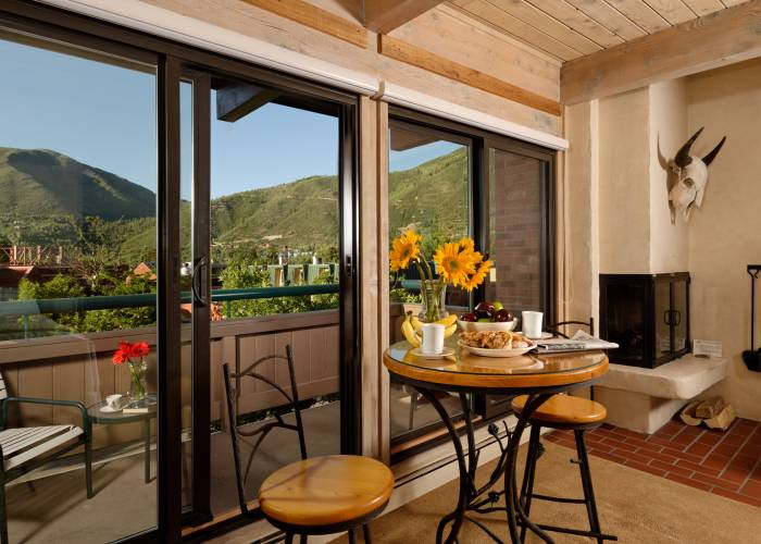 Aspen Square Hotel Fireplace Studio: Glass Doors and View