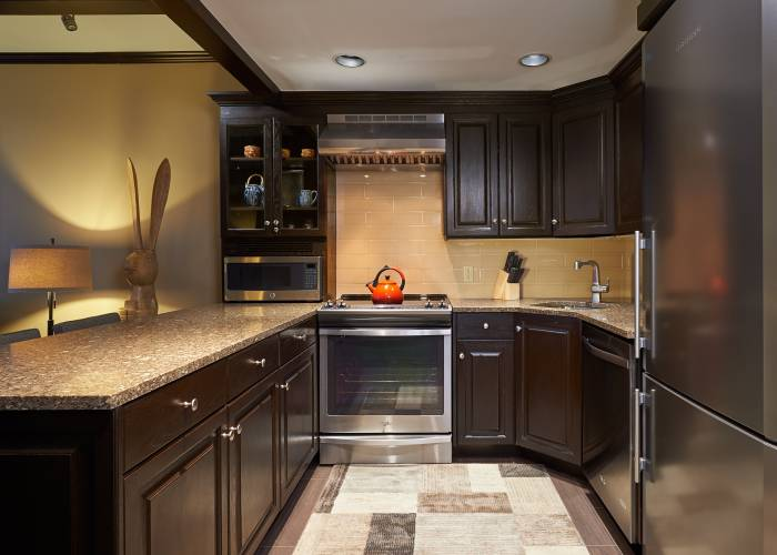 Aspen Square Hotel Fireplace Studio Apartment: Kitchen
