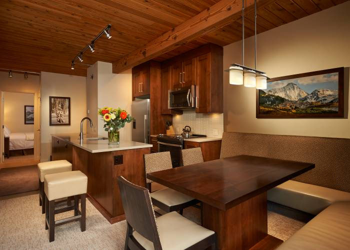 Aspen Square Hotel Two Bedroom/Two Bath: Dining and Kitchen