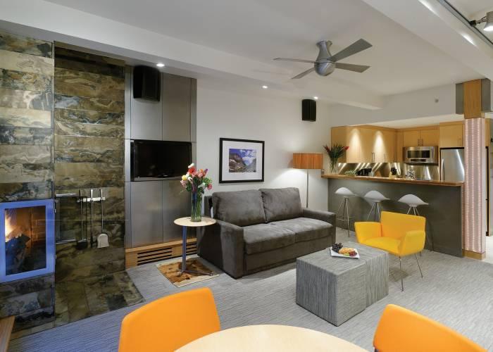 Aspen Square Hotel Fireplace Studio Apartment: Suite